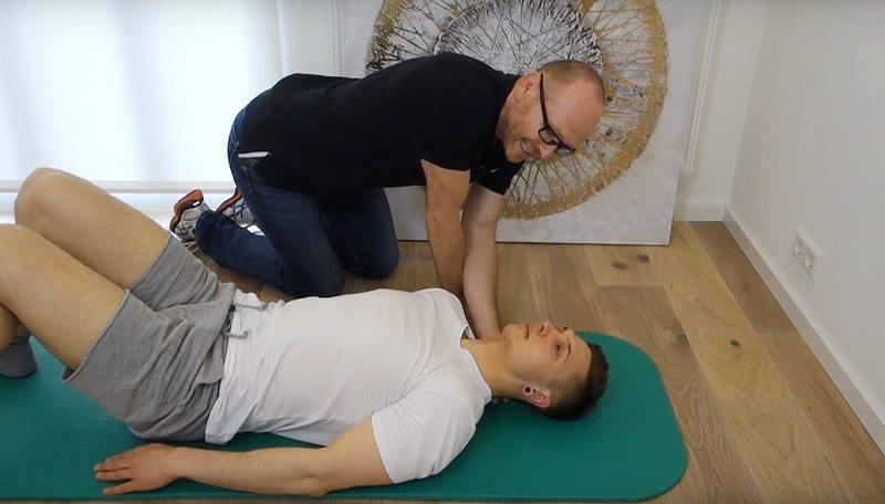 Bandscheibenvorfall Halswirbelsäule Übungen Stabilisation und Mobilisation