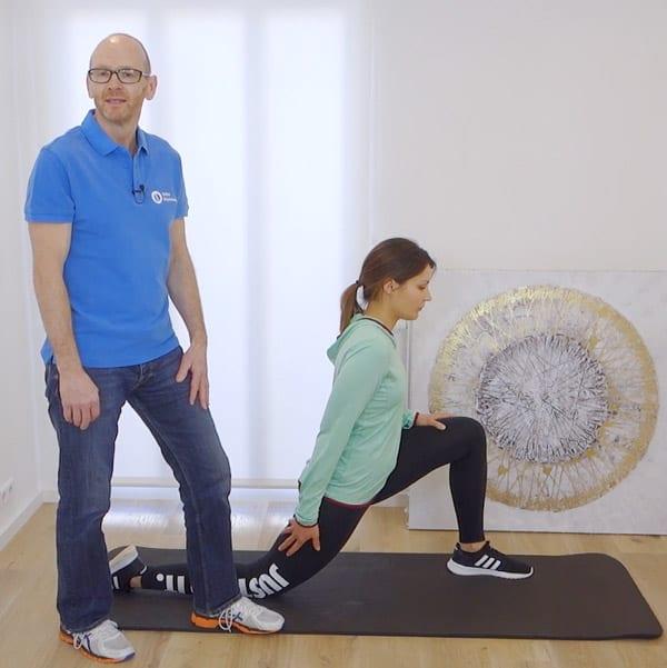 Mit dieser Übung kannst du ein Hohlkreuz wegtrainieren