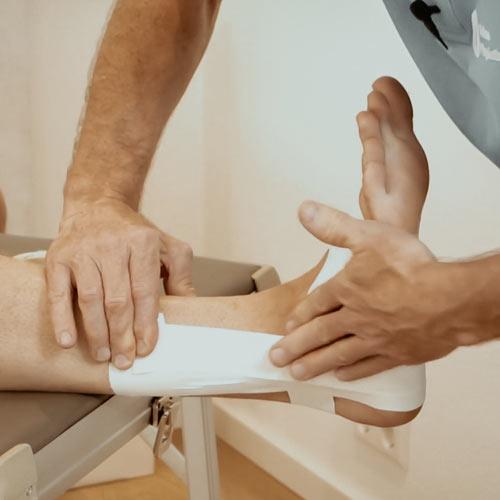 Sprunggelenk tapen Physiotherapie